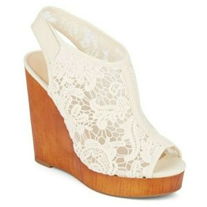 🎉PRICE DROP🎉 Lace wedge sandals